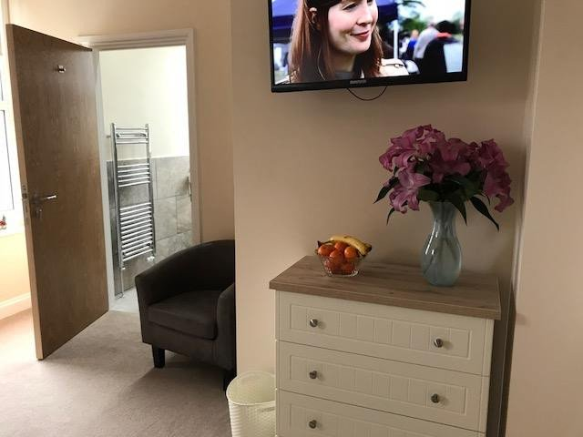 Cartref Croeso Residential Care Home - bedroom